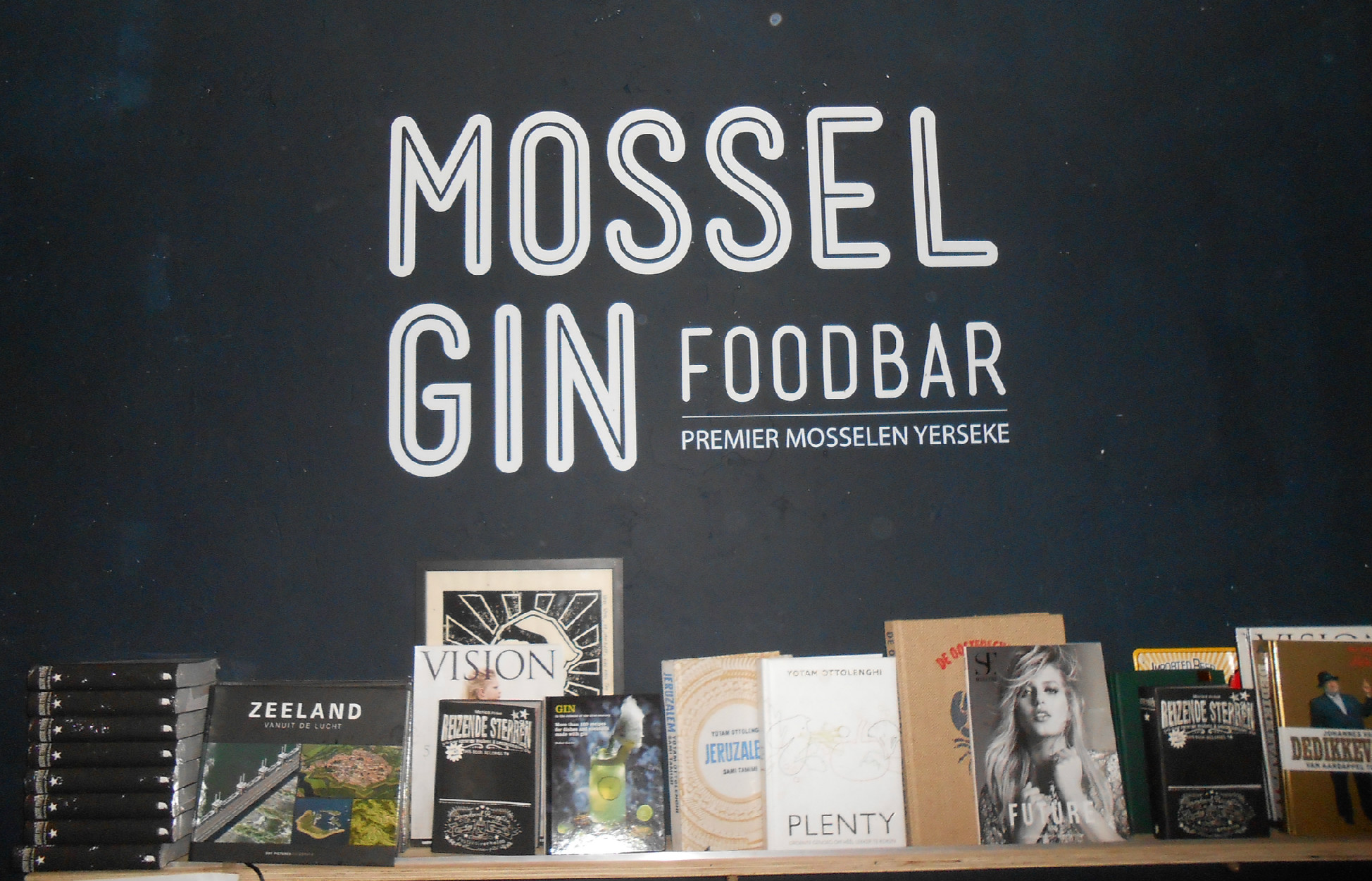 Bag at You Mossel Gin featured