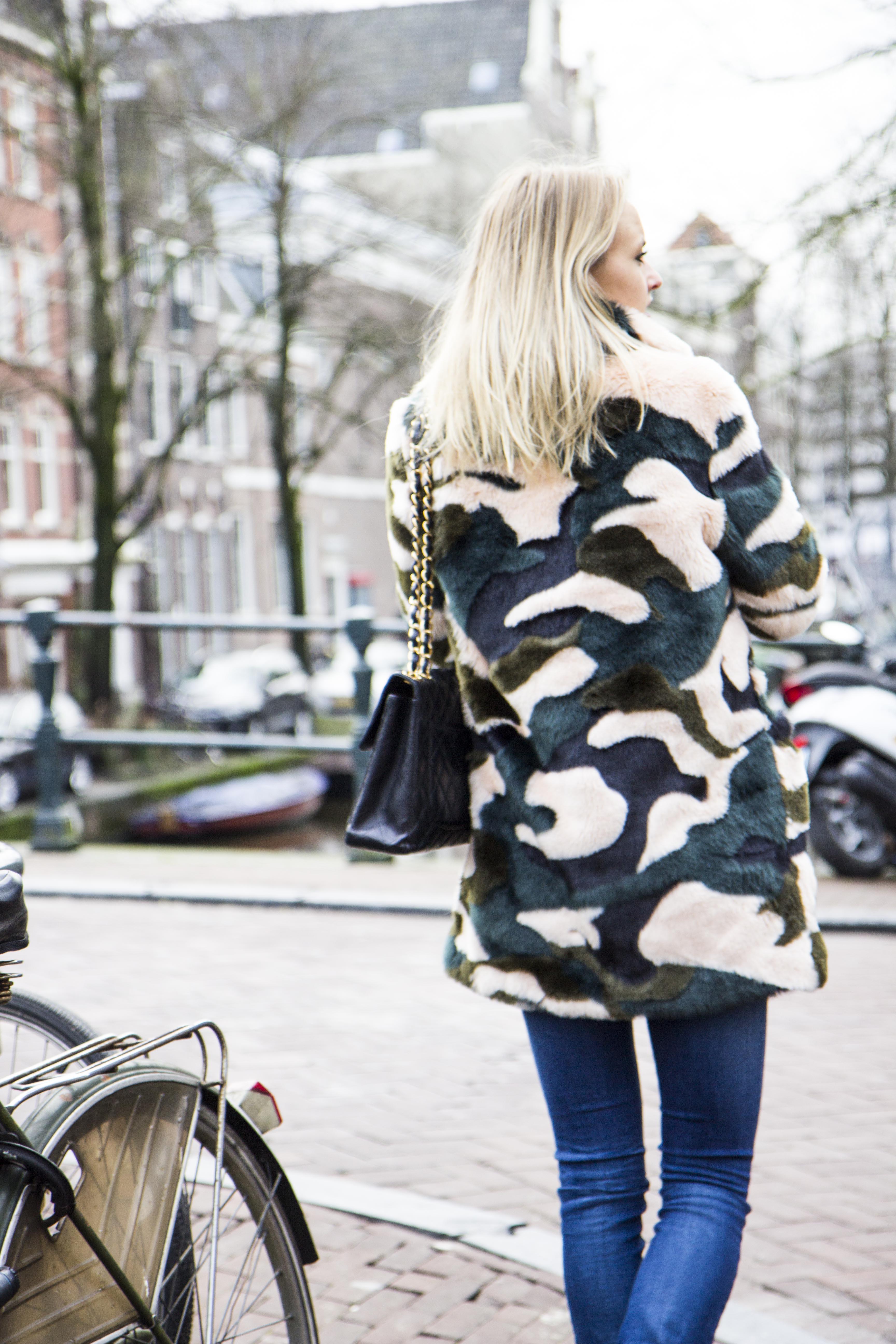 Bag at You - Chanel - Walk away