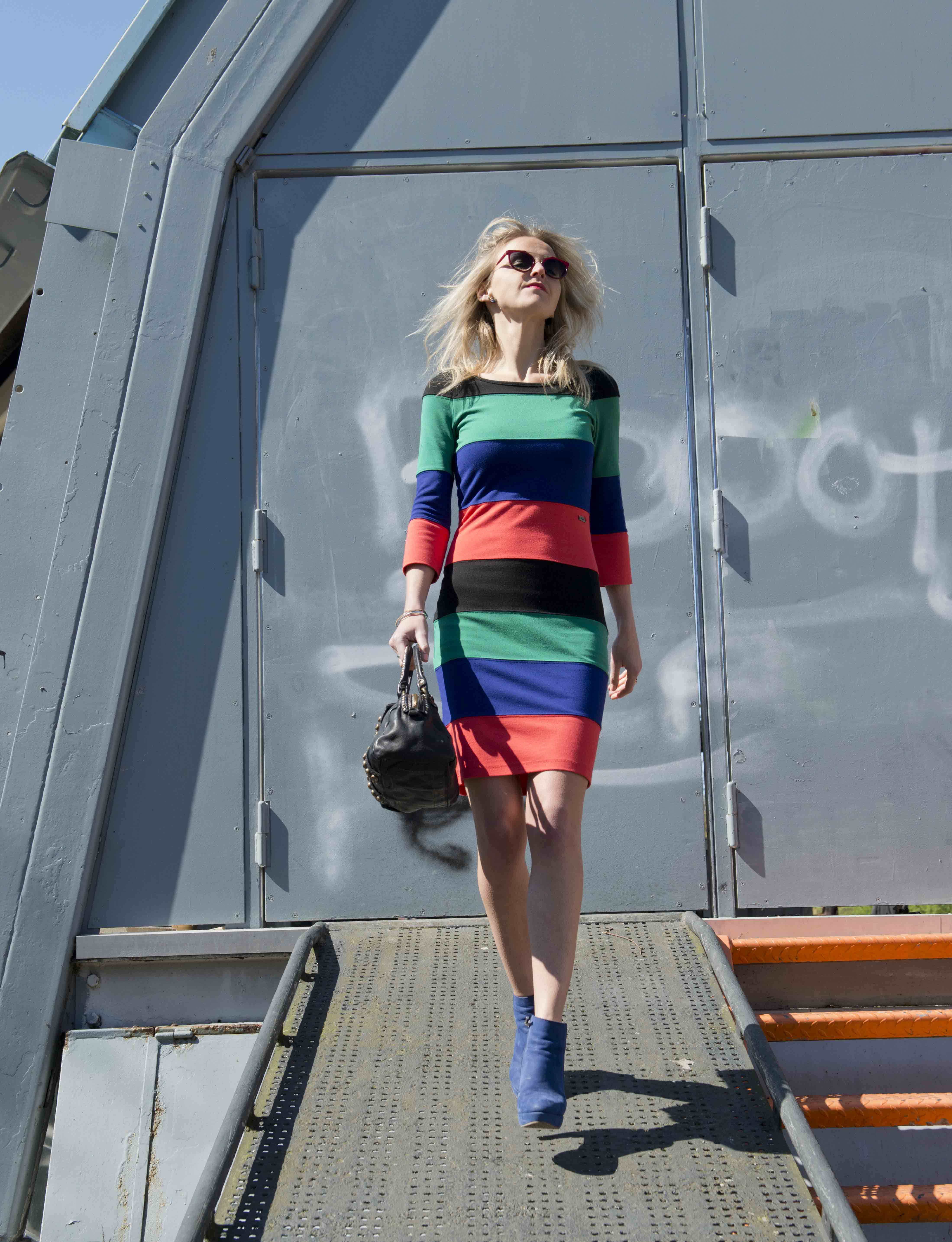 Bag at You Fashion Blog - Campomaggi Bags - Wild hair don't care - Favorite dress and black purse