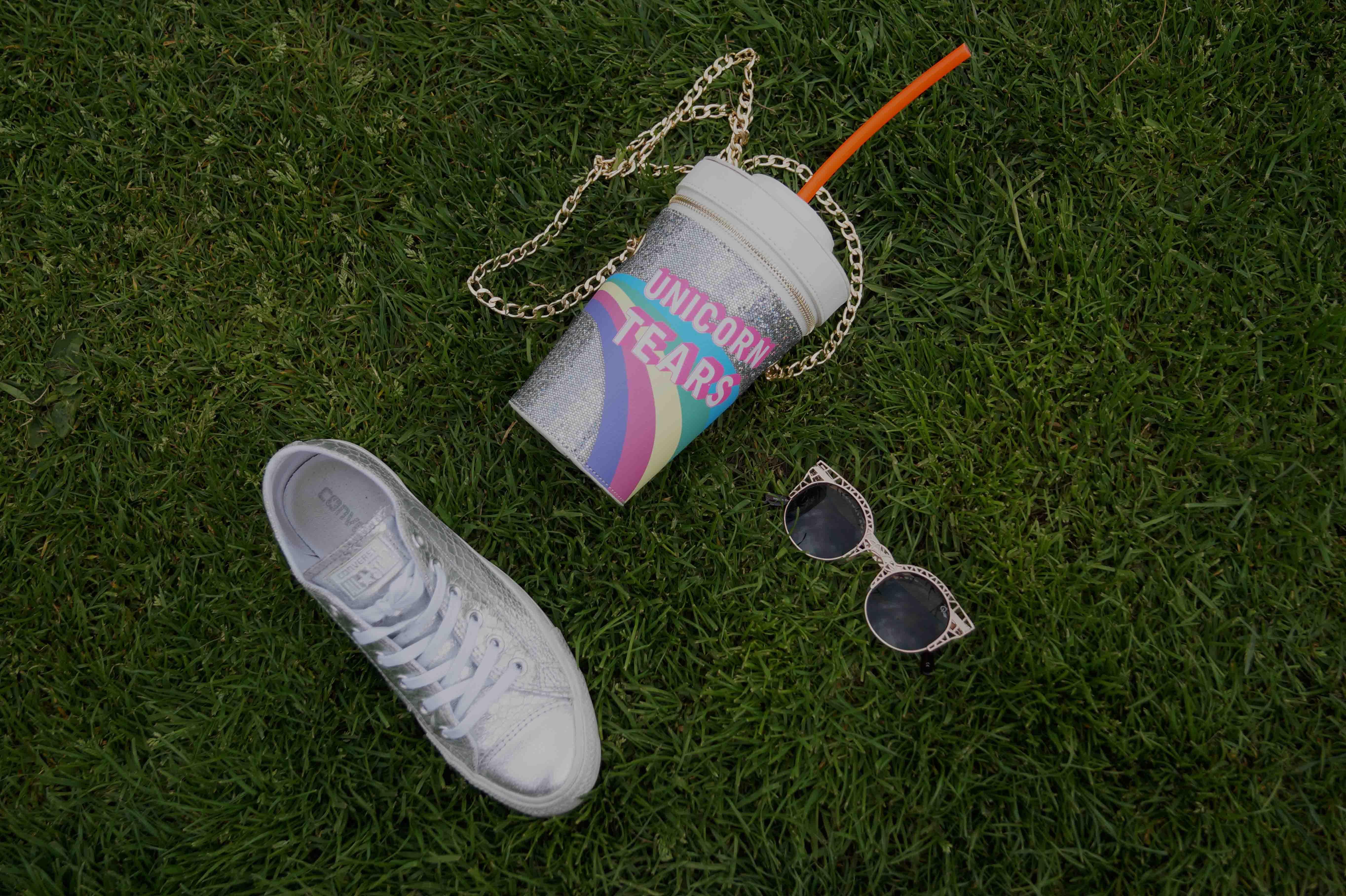 Bag at You - Fashion Blog - Festival tas - Party Bag - Milkshake - Sunglasses - Converse - Unicorn schoudertas