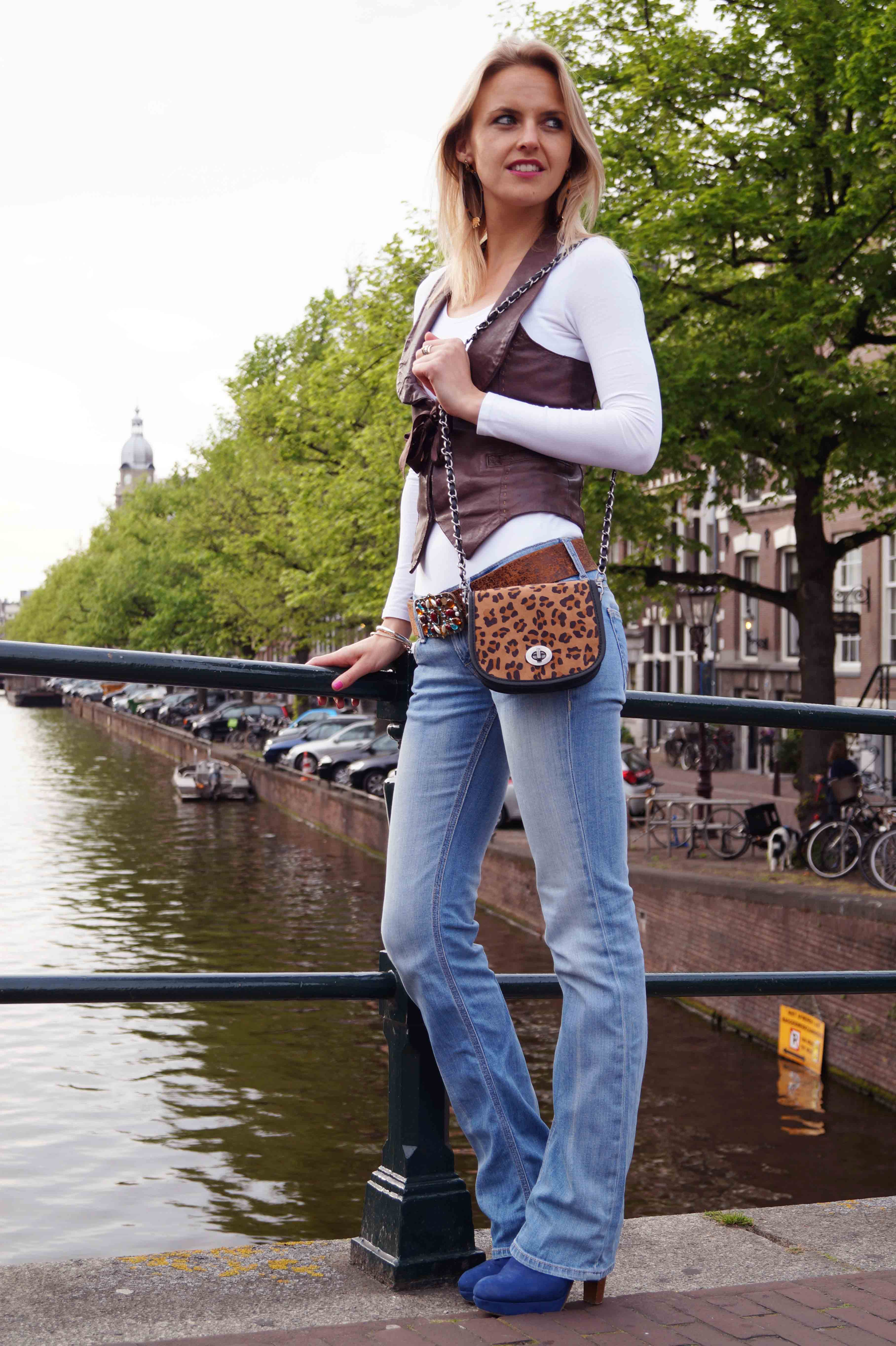 Bag At You Fashion Blog Leopard Bag Jeans Leather Gilet Blue Heels Leopard Earrings Bag At You