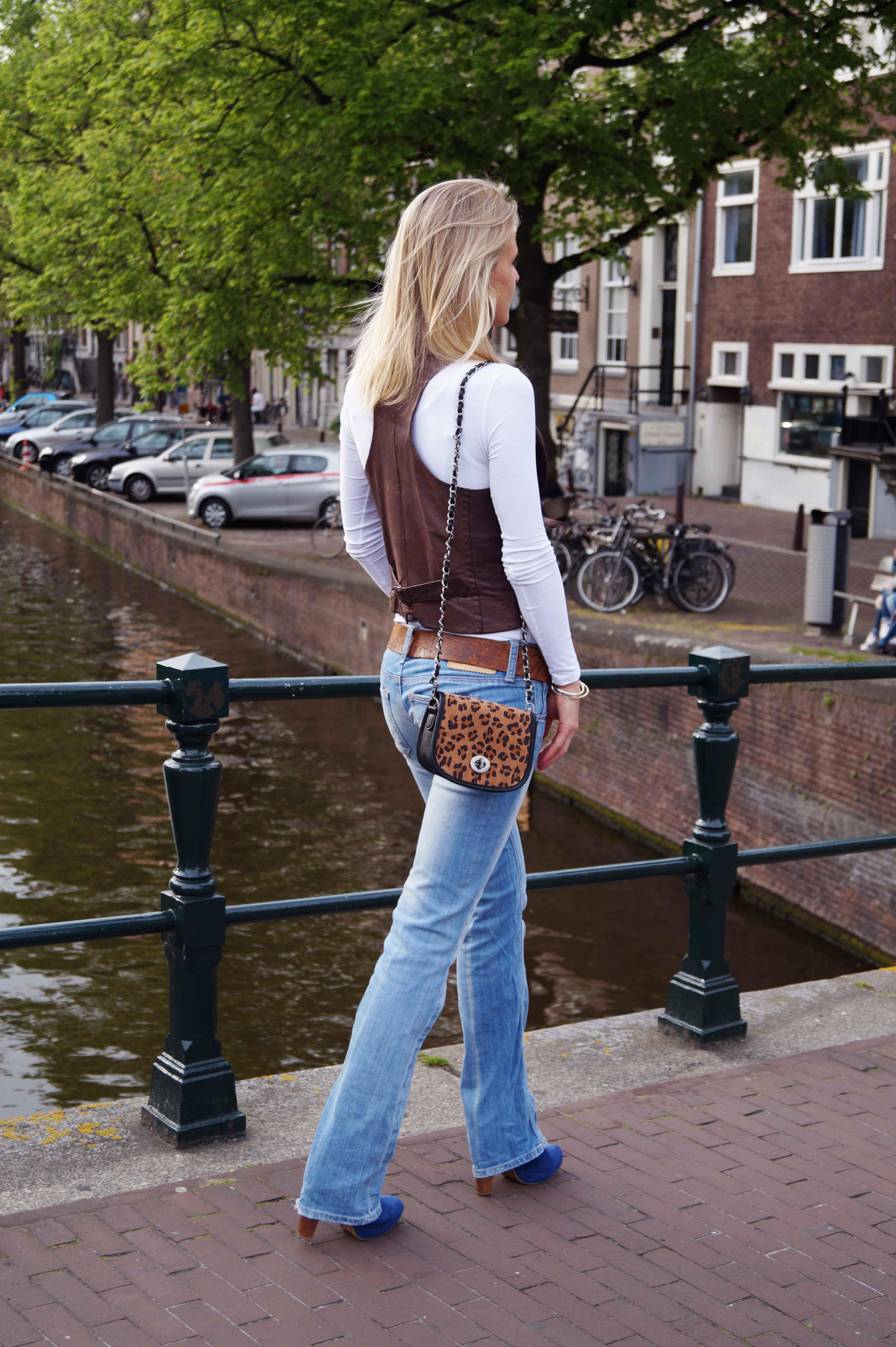 Bag at You - Fashion Blog - Leopard bag jeans leather gilet blue heels