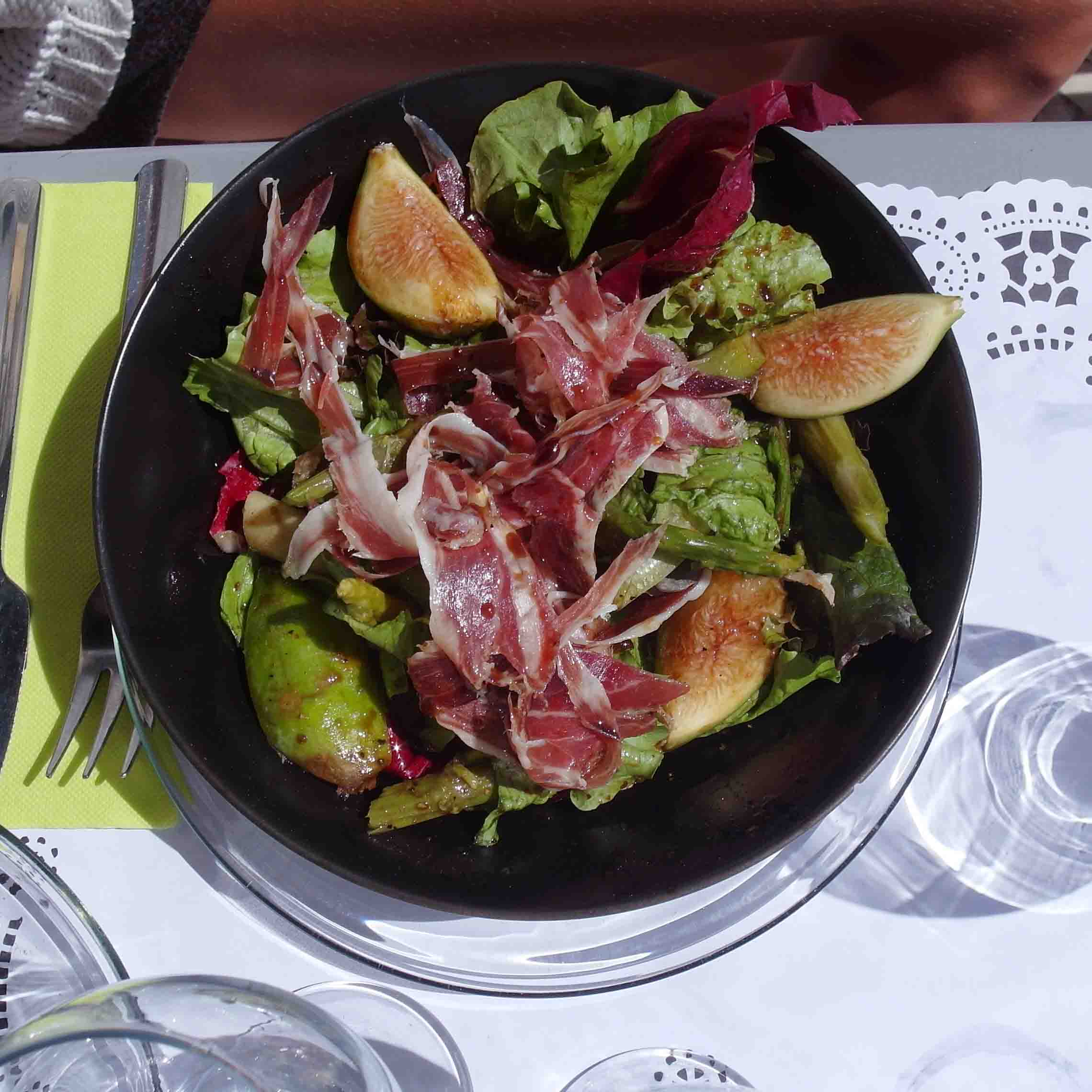 Bag at You - Fashion Blog - Pharmacia Restaurant Lisbon - salad