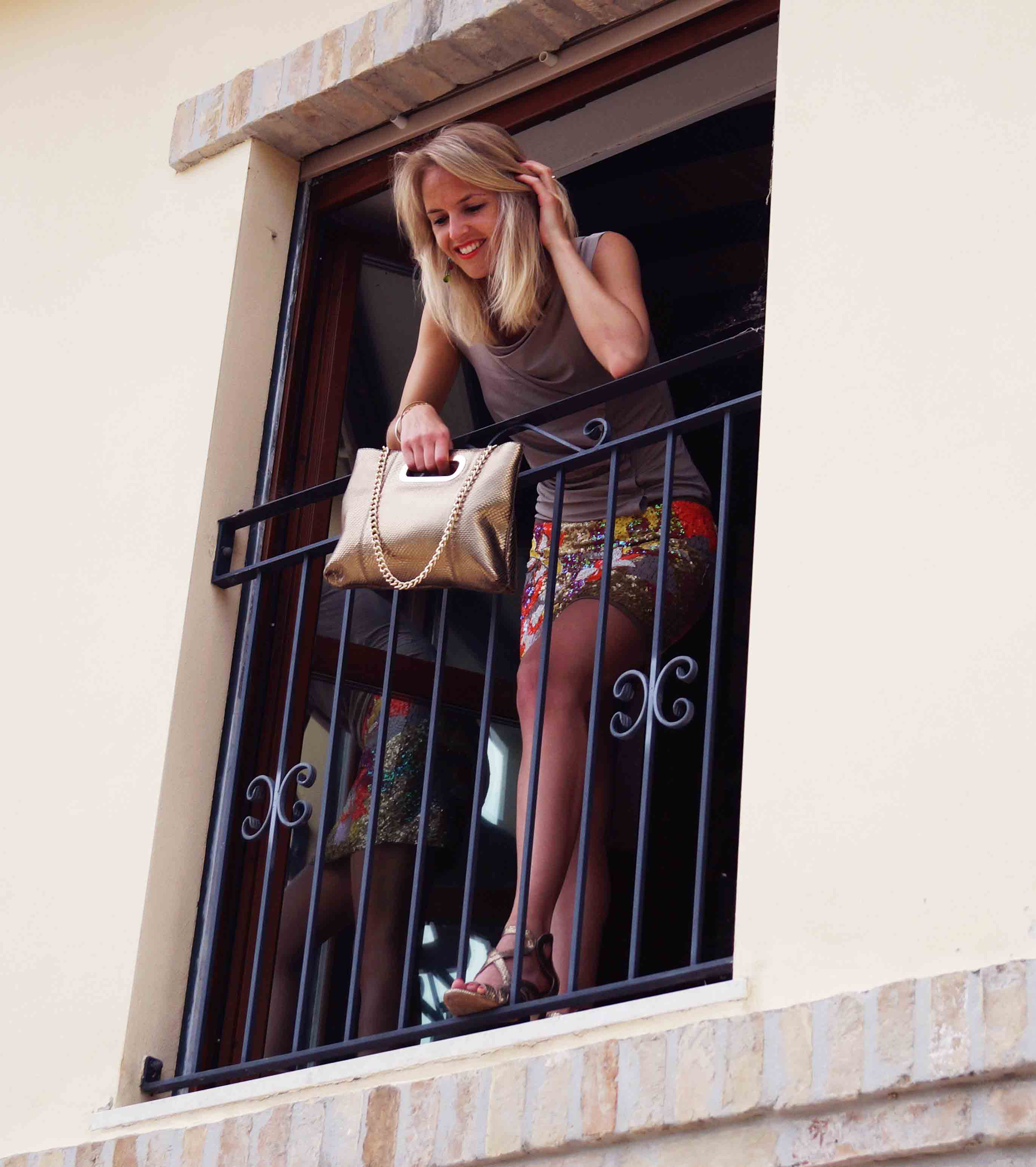 Bag at You - Fashion blog - Holiday bag - Vakantie tas - Looking out the window