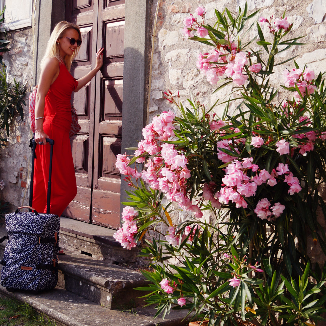 Bag-at-You---Fashion-Blog---Eastpak---Trolley-in-Italy---Red-jumpsuit