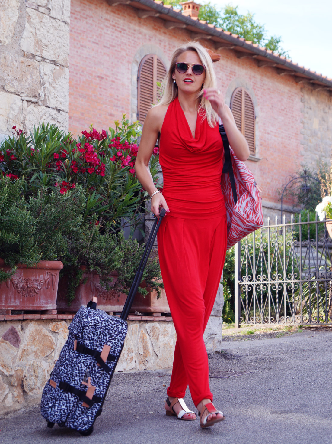 Bag-at-You---Fashion-Blog---Eastpak-in-Tuscany---Perfect-trolley-when-you-go-away-for-the-weekend