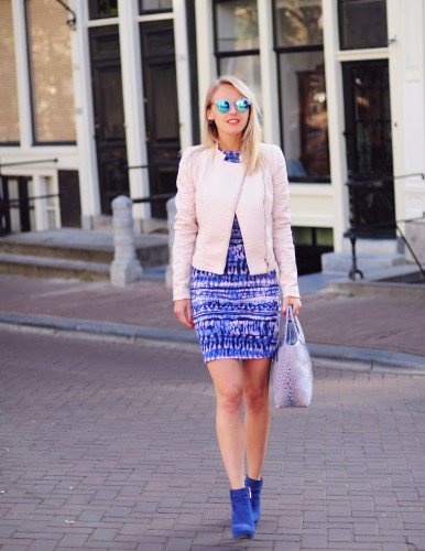Bag-at-You---Fashion-blog---Bagaddict-is-walking-the-streets-in-pink-and-blue-dress-and-polette-sunglasses