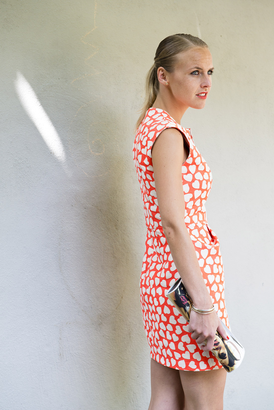 Bag-at-You---Fashion-Blog---Dress-with-hearts-and-Vogue-Bag