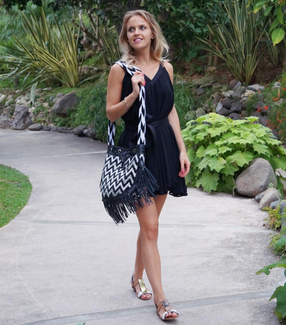 Bag at You - Fashion blog - La Bendicion Shoulder bag - Wayuu Colombia - Walking in Puento Romano
