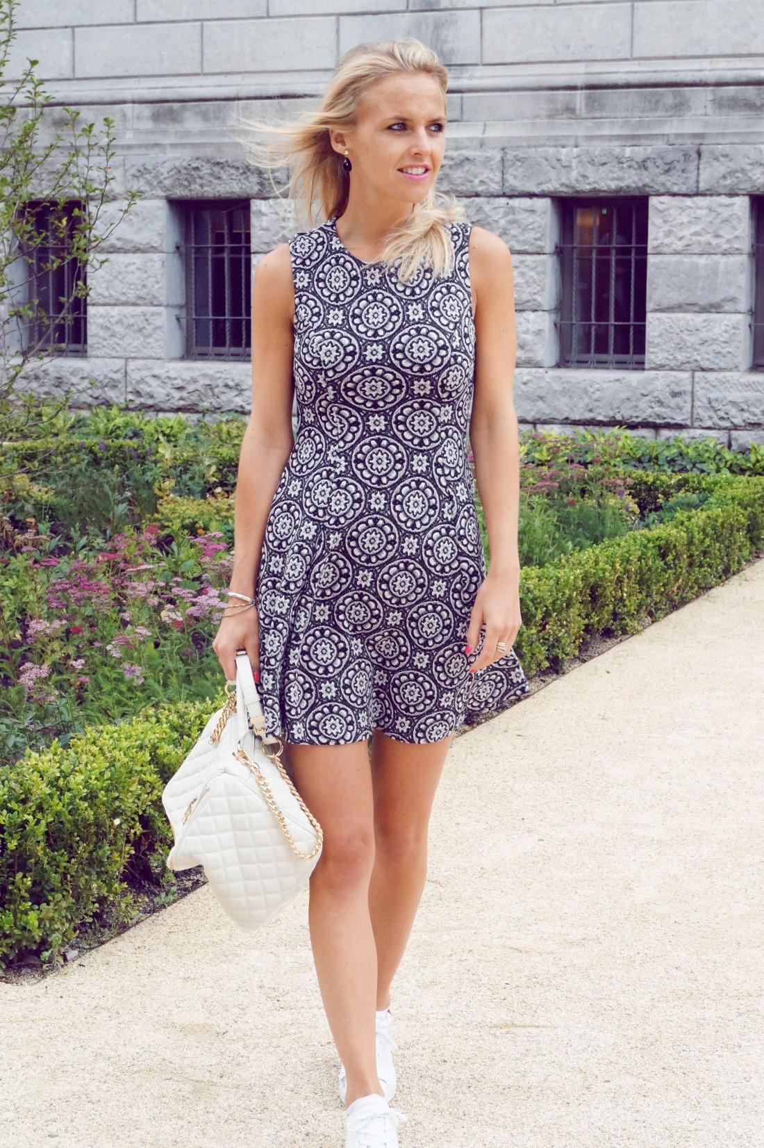Bag at You - Fashion blog - Love Moschino - Shoulderbag - Zara dress - Amsterdam Streetstyle - Italian fashion