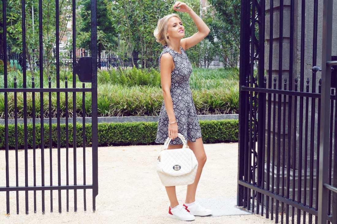 Bag at You - Fashion blog - Love Moschino - White Quilted Shoulderbag - Zara dress - Amsterdam Streetstyle - Dance for Moschino