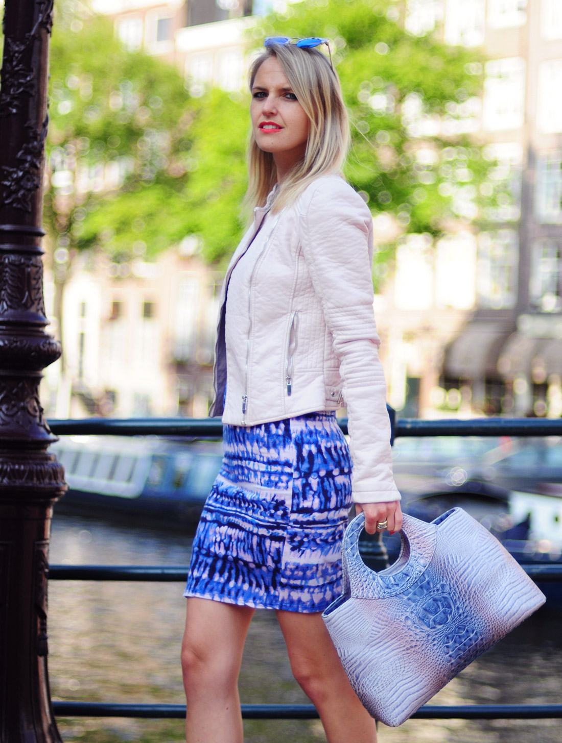 Bag-at-You---Fashion-blog---Streetstyle-Fashion-Amsterdam---Blue-and-pink-dress-and-bag