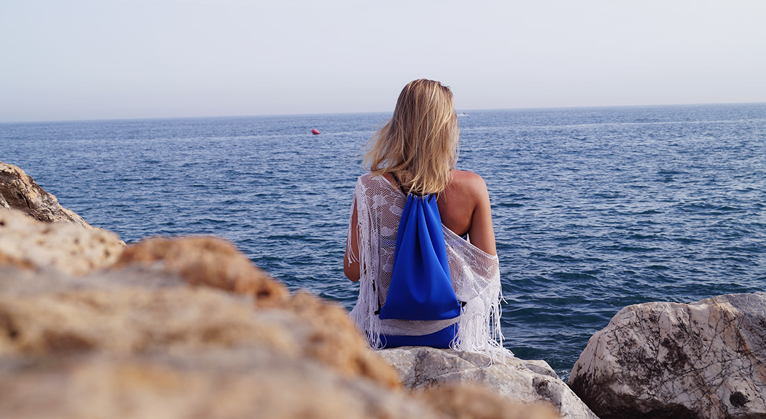 Bag-at-You---Fashion-blog---Wearing-Beach-outfit---Triangl-Bikini-and-Gymbag---Marbella-Beach-Spain---Featured