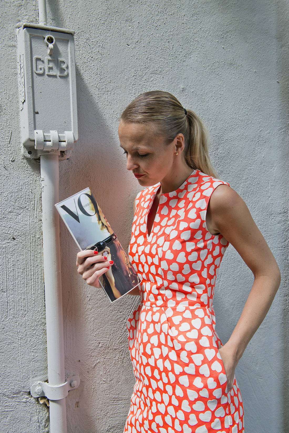 Bag-at-You---Vogue-clutch---Dress-with-hearts---Fashion-blog