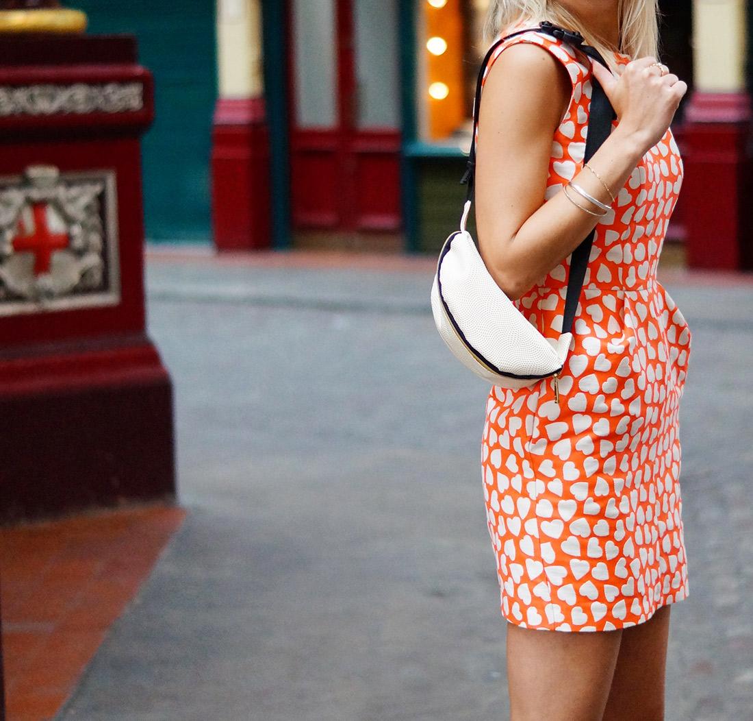 Bag-at-you---Fashion-blog---London-Mi-Pac-bumbag-used-as-shoulderbag---Love-London---Elegant-dress