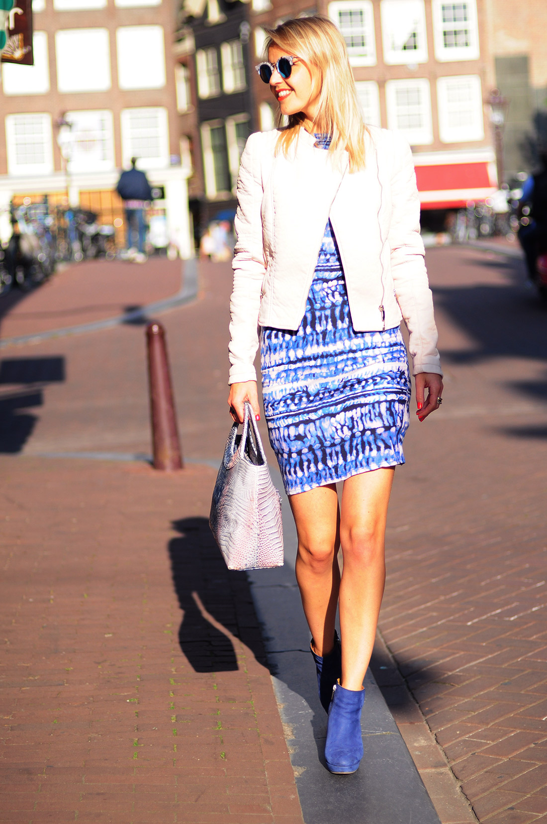 Bag-at-you---Fashion-blog---Pink-and-blue-bag,-dress-and-jacket