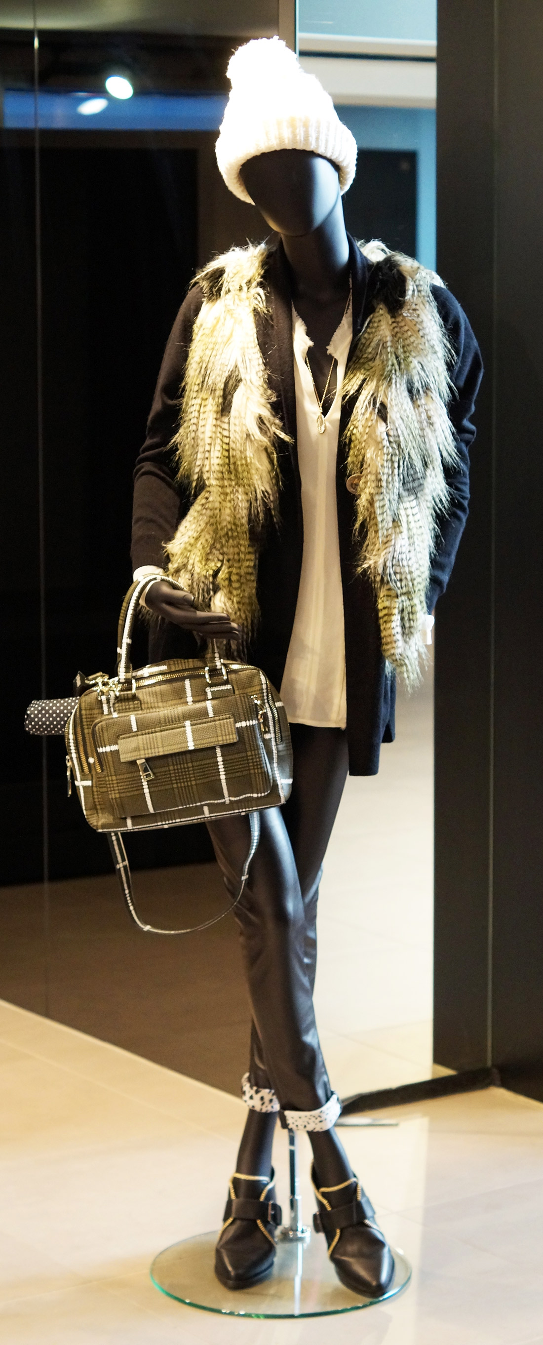 Bag-at-You---Fashion-blog---Unexpected-Fashion-Battle-in-Stadshart-Amstelveen---Complete-outfit-for-Urban-Outdoors