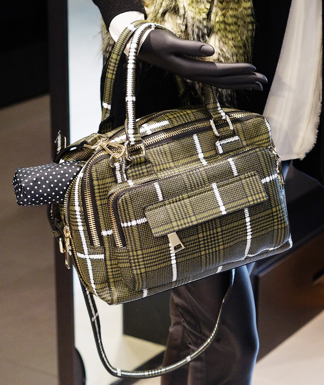 Bag-at-you---Fashion-blog---Essential-bag---Urban-outdoors-outfit---Unexpected-Fashion-Battle-in-Stadshart-Amstelveen