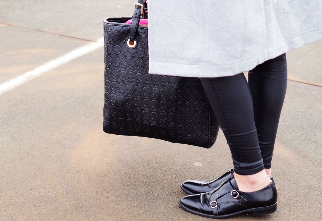 Bag-at-you---Fashion-blog---Frederique-of-Fab-Le-Frique-and-her-bag-and-shoes---Streetstyle