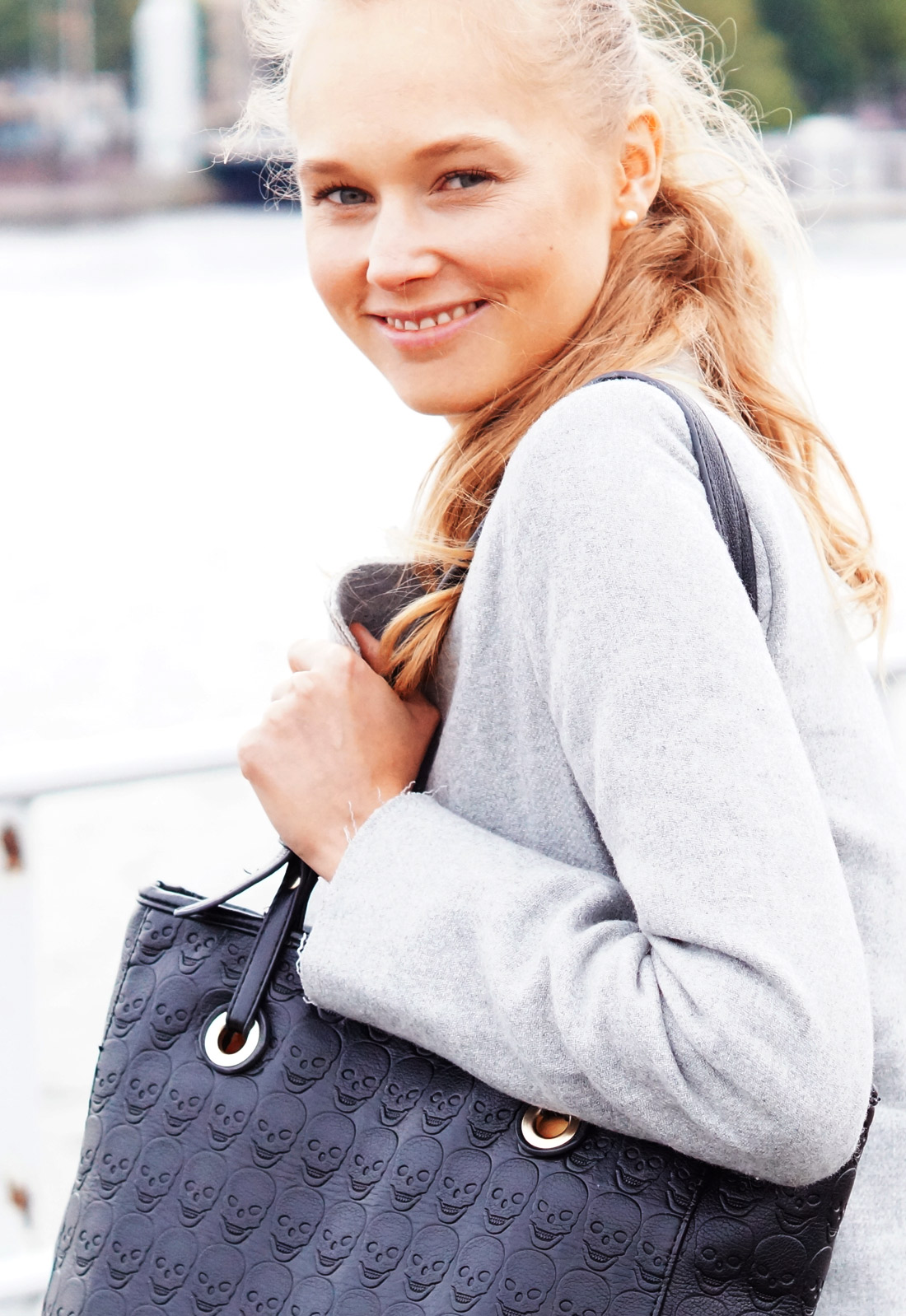 Bag-at-you---Fashion-blog---Frederique-of-Fab-Le-Frique-and-her-bag---Smile