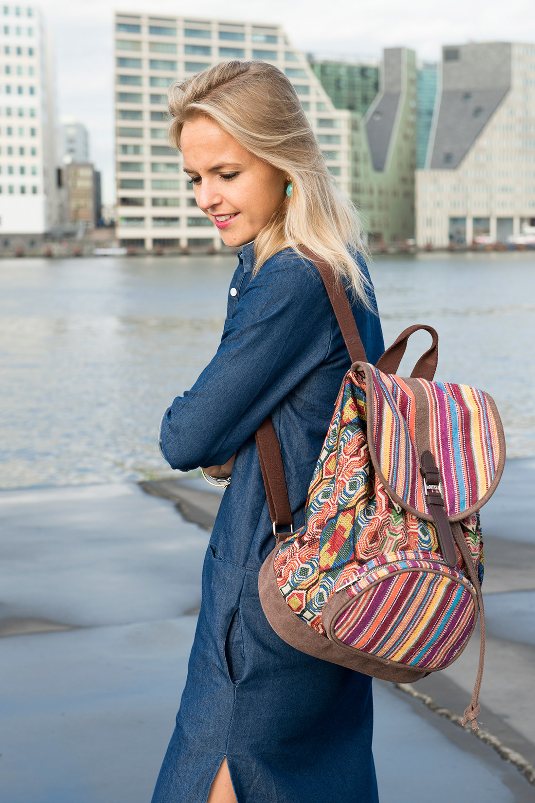 Bag-at-you---Fashion-blog---TOMS-backpack-and-denim-dress---Amsterdam