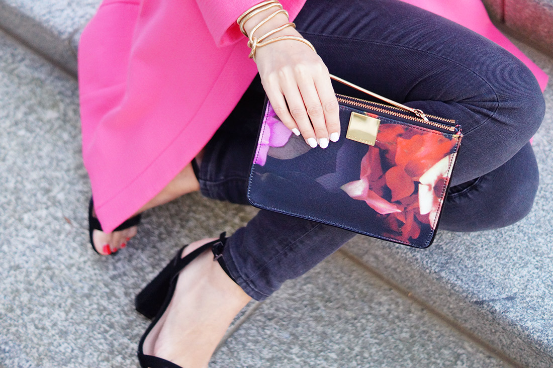 Bag-at-you---Fashion-blog---The-bag-of-Sandra-of-More-Style-Than-Fashion---Hold-the-Ted-Baker-bag-in-hand