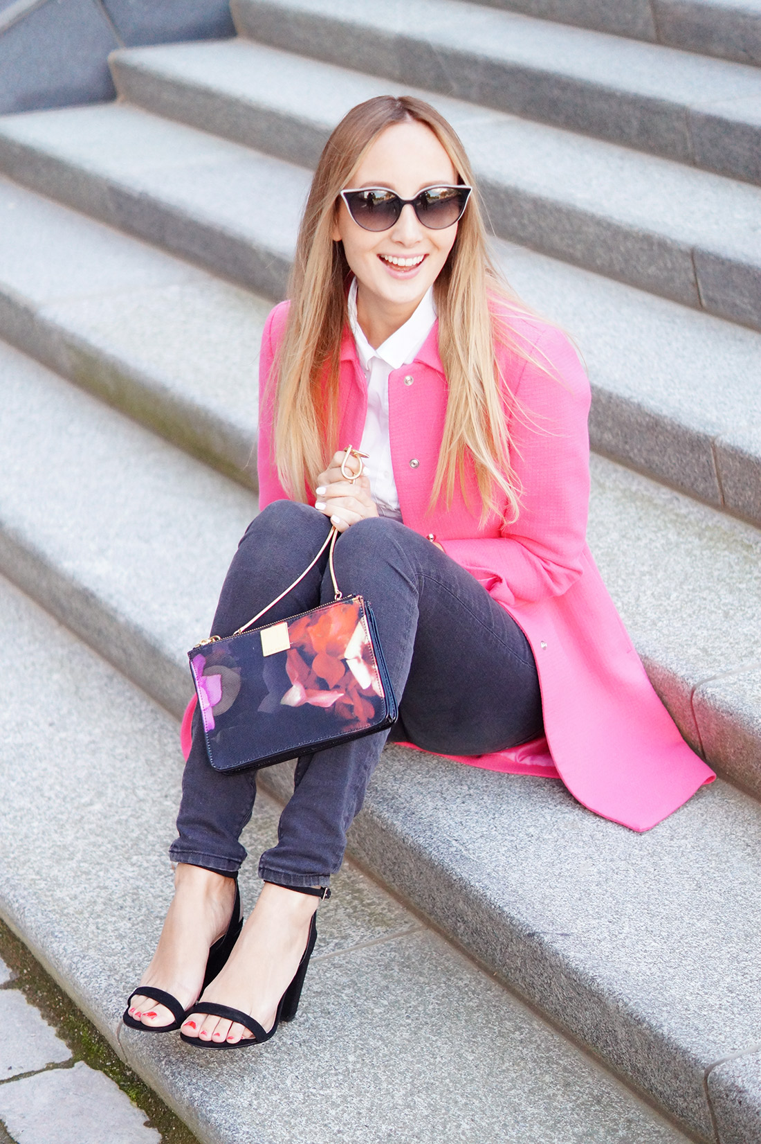 Bag-at-you---Fashion-blog---The-bag-of-Sandra-of-More-Style-Than-Fashion---Pink-coat-black-jeans-ted-baker-bag-and-smile