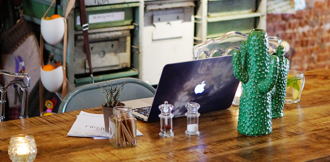 Bag-at-You---Fashion-Blog---Hotspot-Kerkstraat-Amsterdam---Grab-your-bag-and-go-to-Lavinia---Perfect-working-spot