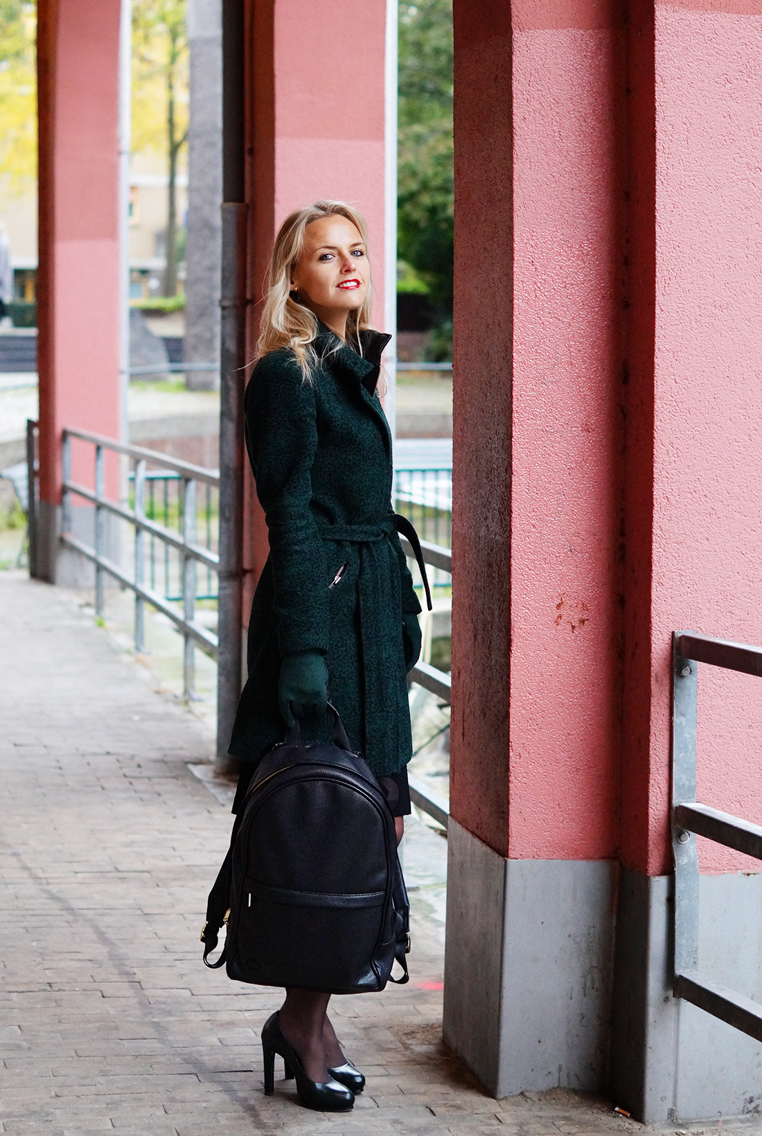 Bag-at-You---Fashion-blog---Mi-Pac-Backpack-Maxwell-Black---Green-Coat-and-gloves---Amsterdam