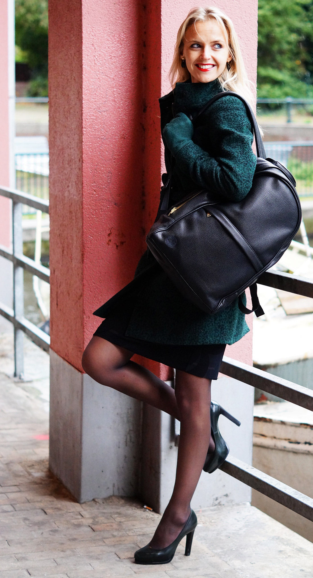Bag-at-You---Fashion-blog---Mi-Pac-Backpack-Maxwell-Black---Green-coat-and-pumps-Amsterdam