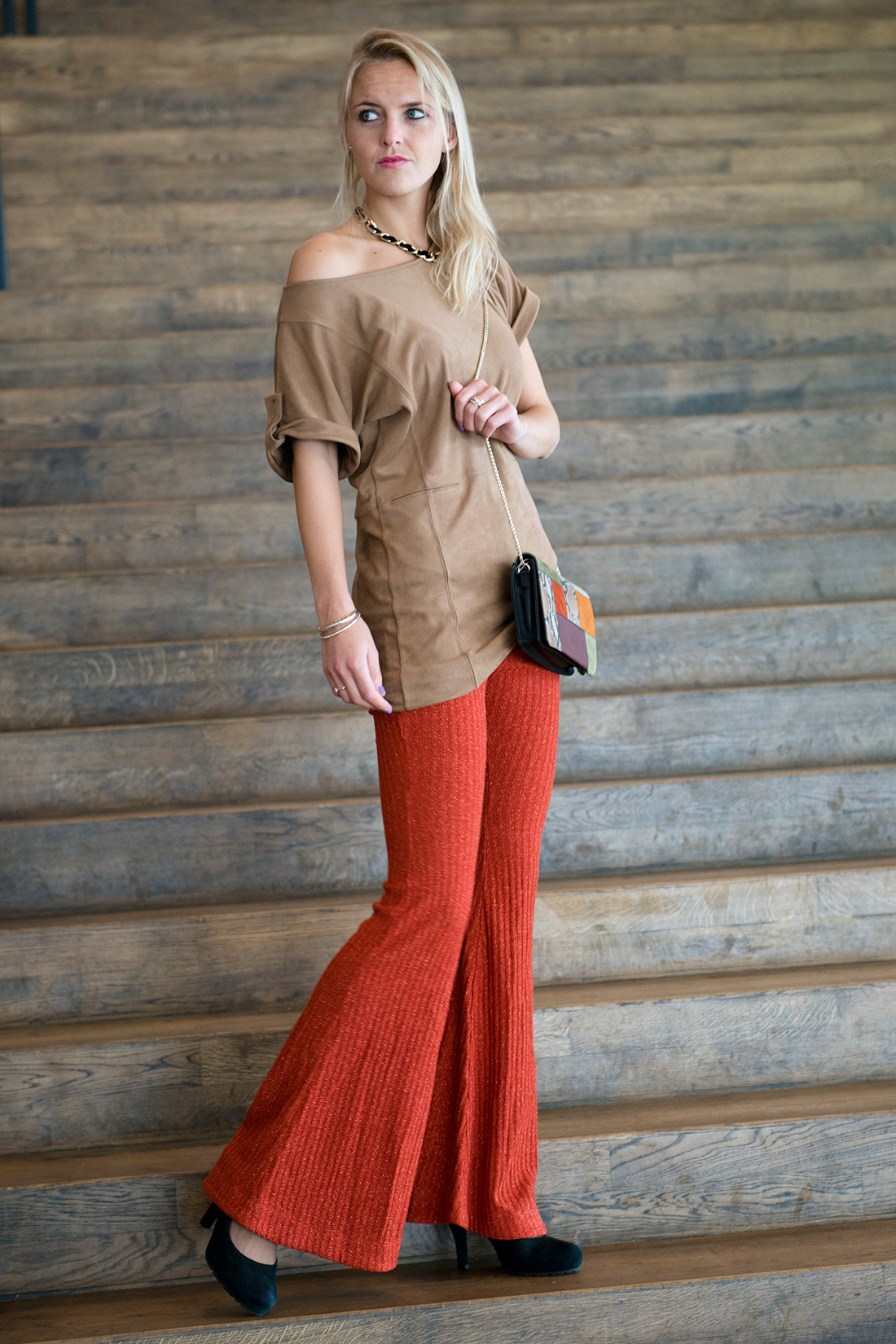 Bag-at-You---Fashion-blog---Seventies-trend---fashion---flared-pants---patchwork-bag---suede-top