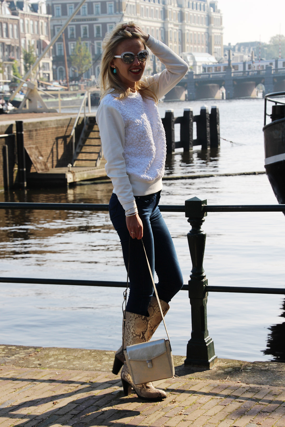 Bag-at-You---Fashion-blog---Streetstyle---Denim-YMIjeans---Ecco-shoulder-bag---Autumn-in-Amsterdam