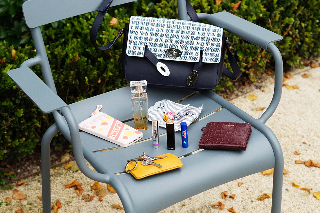 Bag-at-You---Fashion-blog---The-bag-of-Hashtag-by-Lily---What-is-in-your-Mulberry-bag