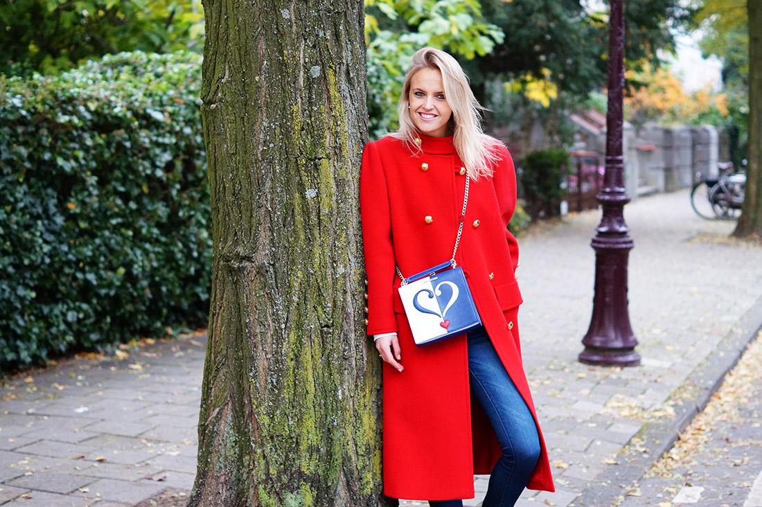 Bag-at-you---Fashion-blog---Love-Moschino-shoulderbag---Big-red-coat