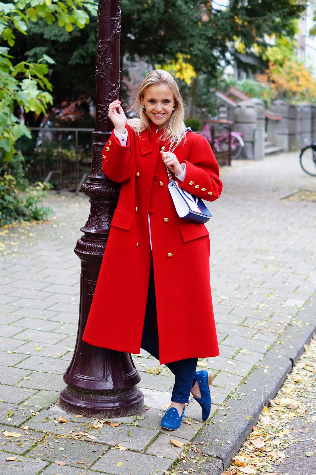 Bag-at-you---Fashion-blog---Love-Moschino-shoulderbag---Big-vintage-red-coat---Casual-outfit