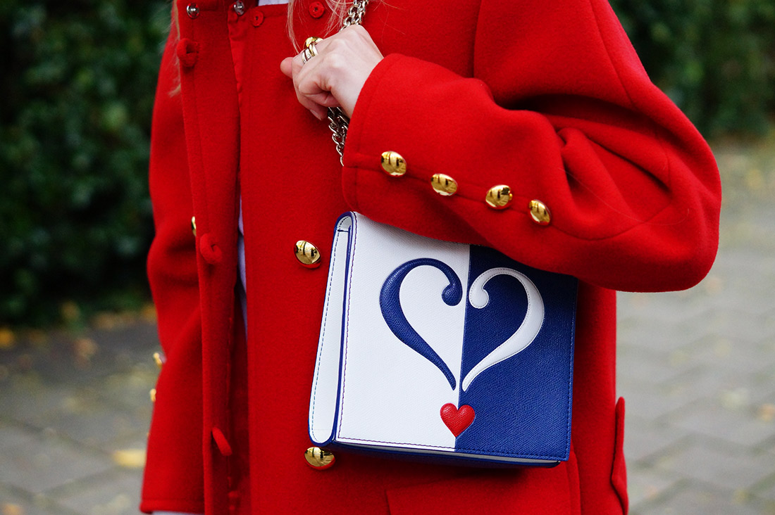 Bag-at-you---Fashion-blog---Love-Moschino-shoulderbag---Big-vintage-red-jacket---Serious-love