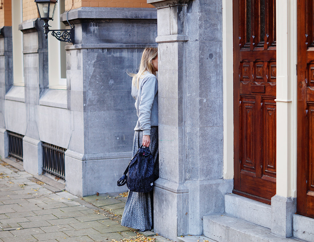 Bag-at-You---Fashion-blog---Herschel-Backpack---Grey-outfit