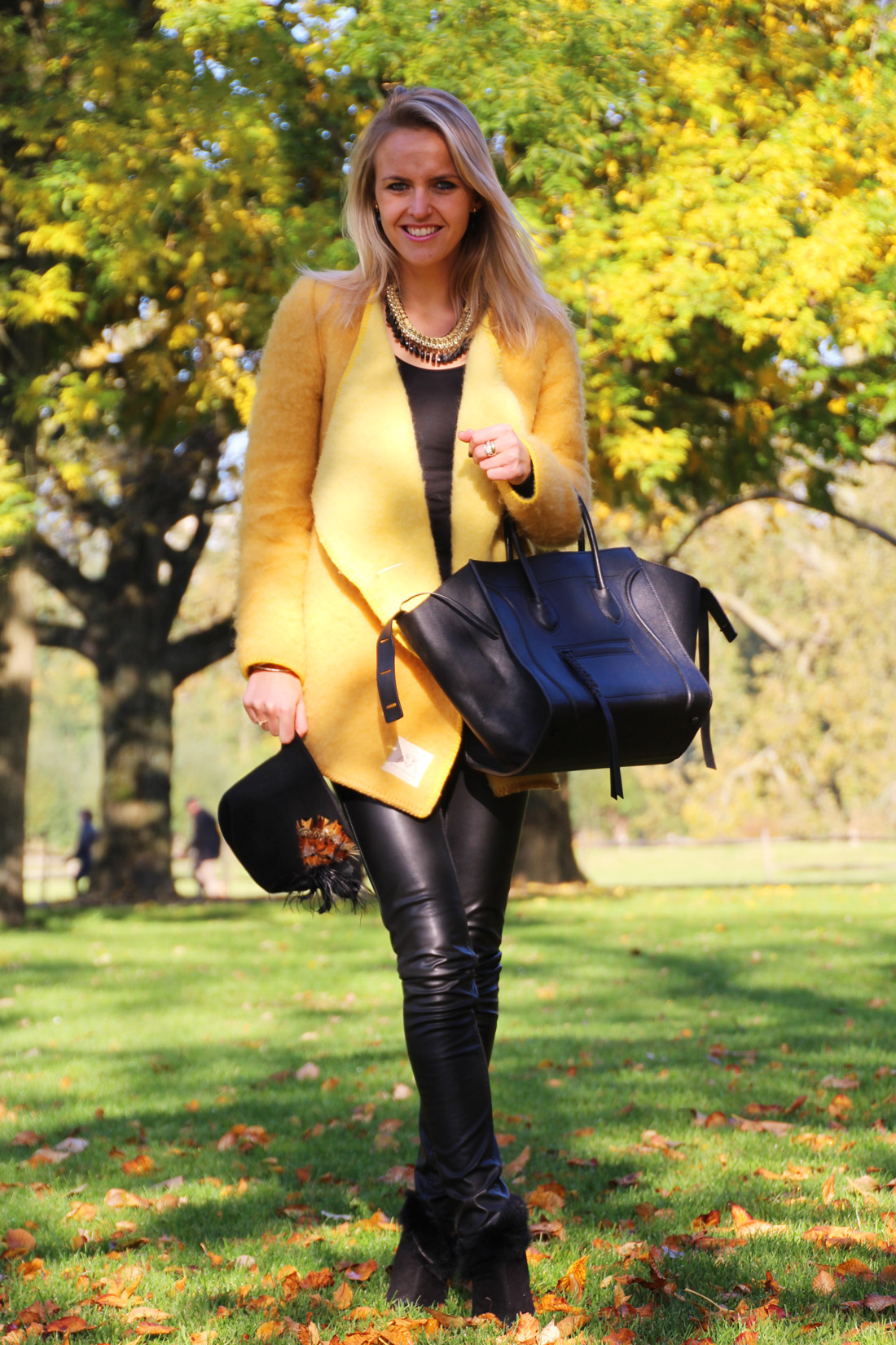 Bag-at-you---Fashion-blog---Celine-Phantom-Bag---Black-leather-pants---Streetstyle