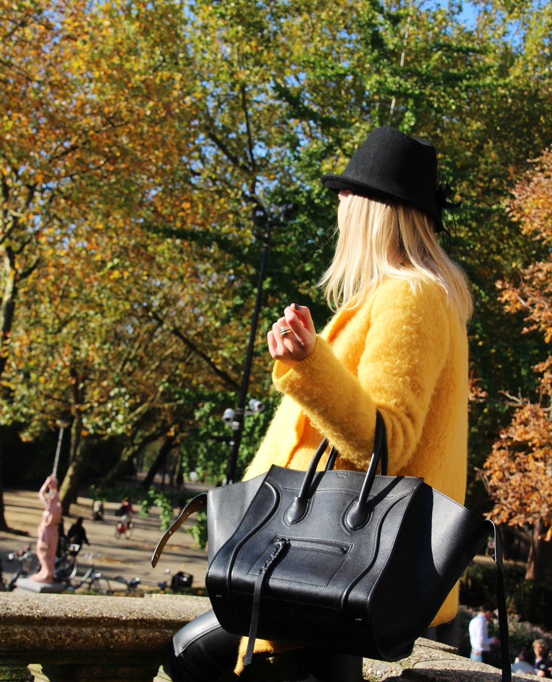 Bag-at-you---Fashion-blog---Celine-Phantom-Bag---Streetstyle---Fall---Vondelpark---Amsterdam