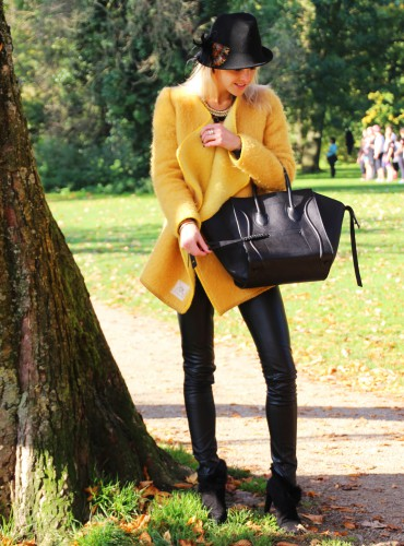 Bag-at-you---Fashion-blog---Celine-Phantom-Bag---Yellow-coat---Fashion-in-Amsterdam