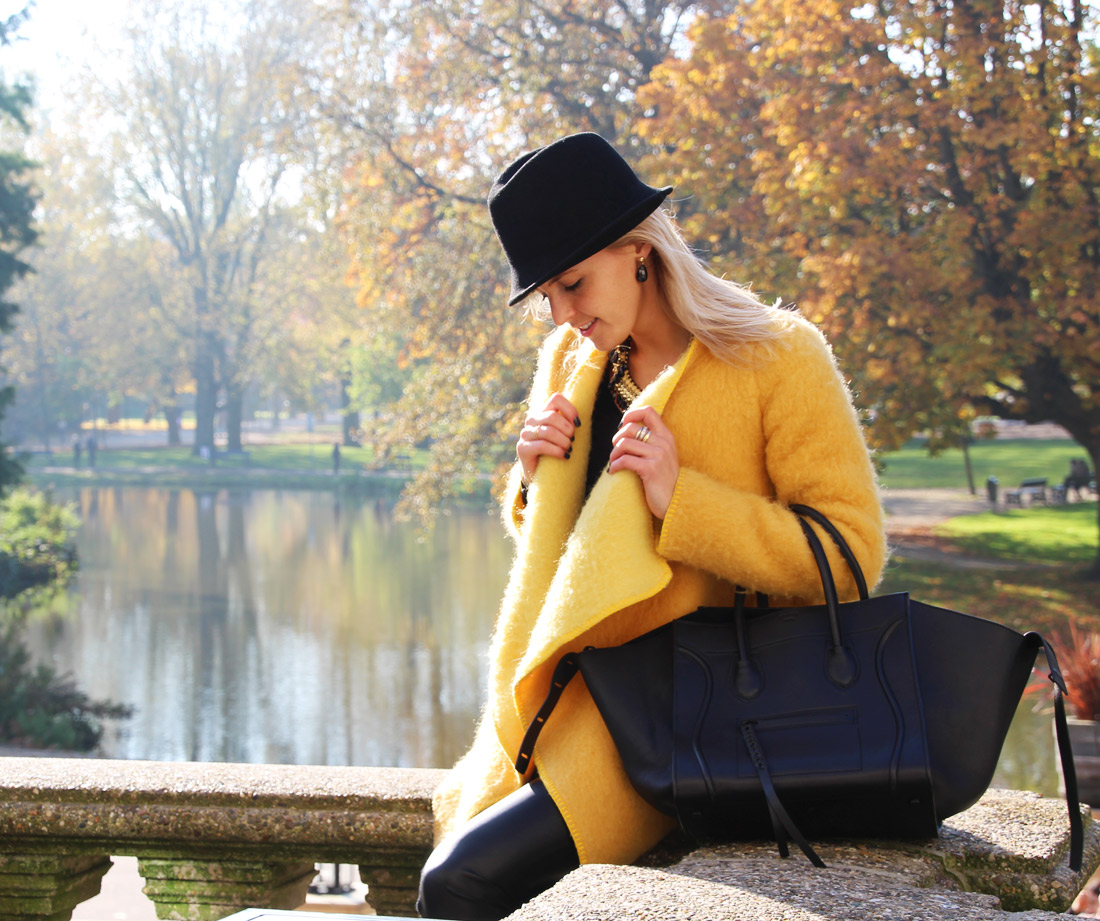 Bag-at-you---Fashion-blog---Celine-Phantom-Bag---Yellow-coat-leather-pants---Amsterdam