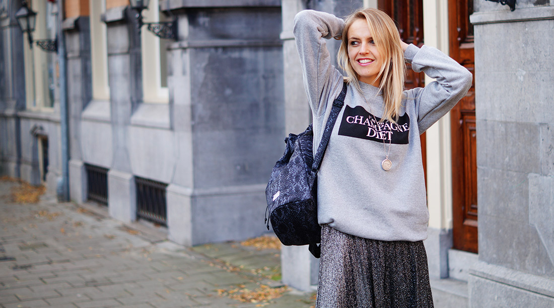 Bag-at-you---Fashion-blog---Herschel-Hanson-Bag---Grey-sweater---I'm-on-a-champagne-diet---Featured