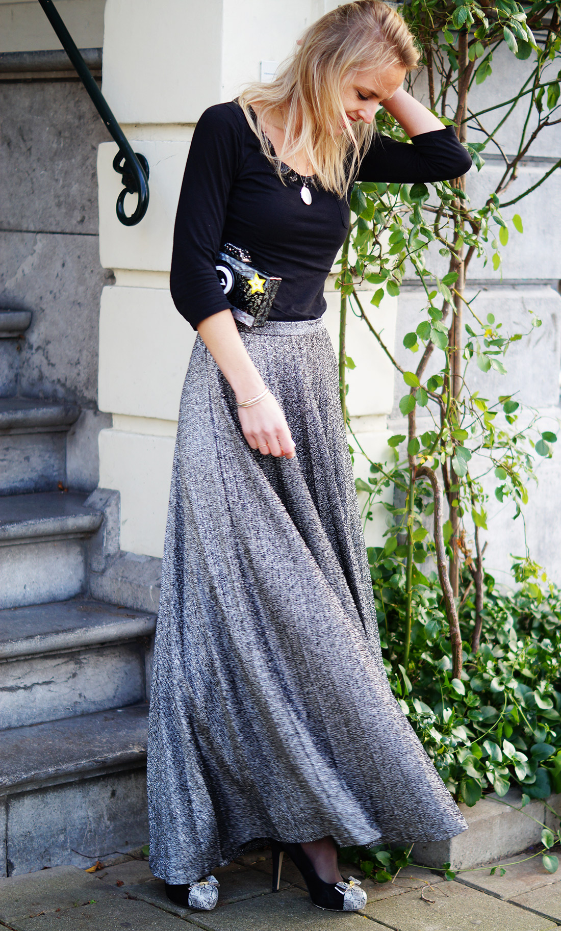 Bag-at-you---Fashion-blog---Karl-Lagerfeld-clutch---Quirky---Everning-dress---Silver-skirt