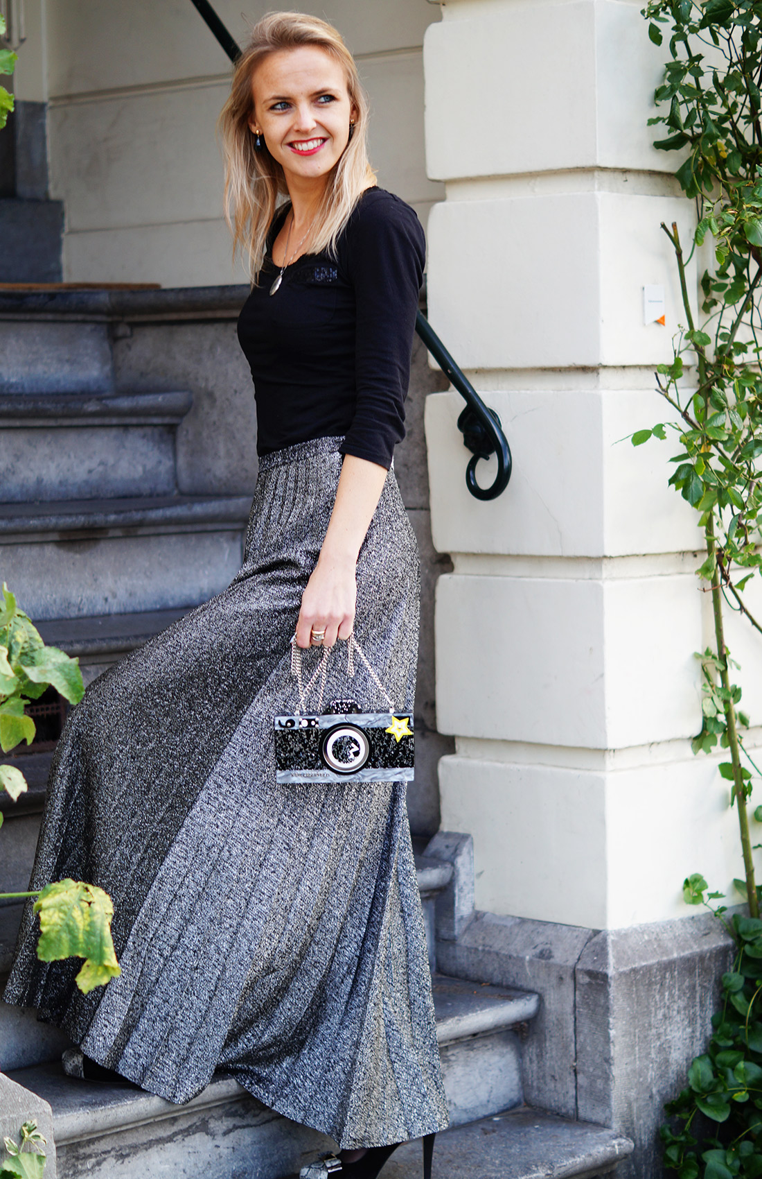 Bag-at-you---Fashion-blog---Karl-Lagerfeld-clutch---Quirky---Silver-skirt---evening-dress
