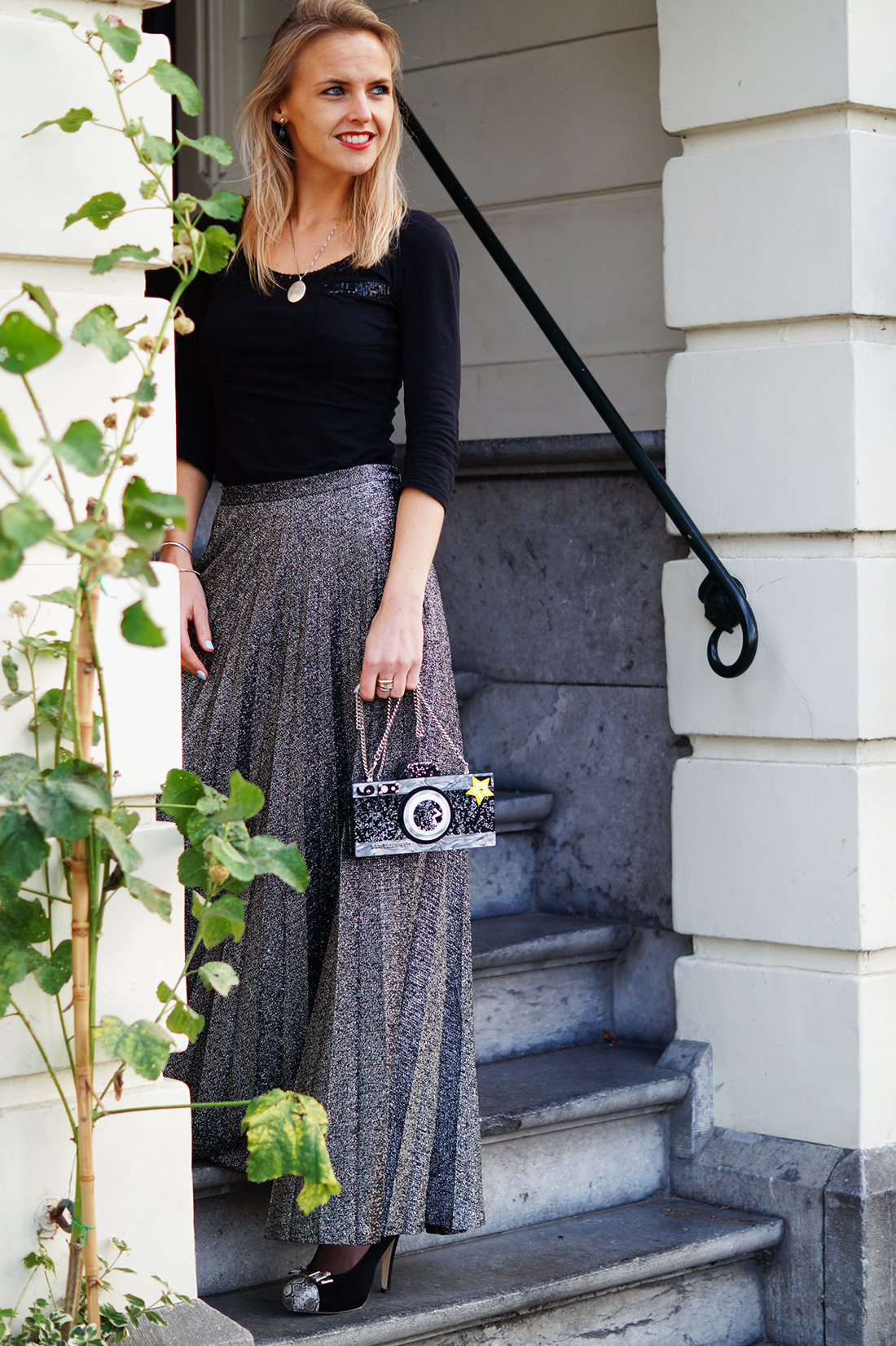 Bag-at-you---Fashion-blog---Karl-Lagerfeld-clutch---Quirky-bag---Silver-skirt
