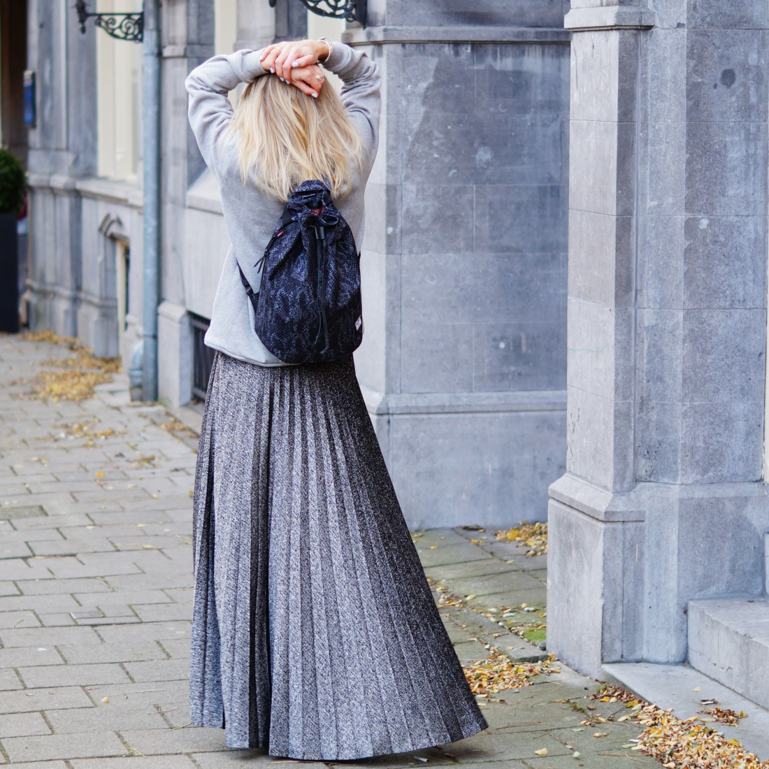 Bag at You - Fashion blog - Silver skirt and Herschel Backpack