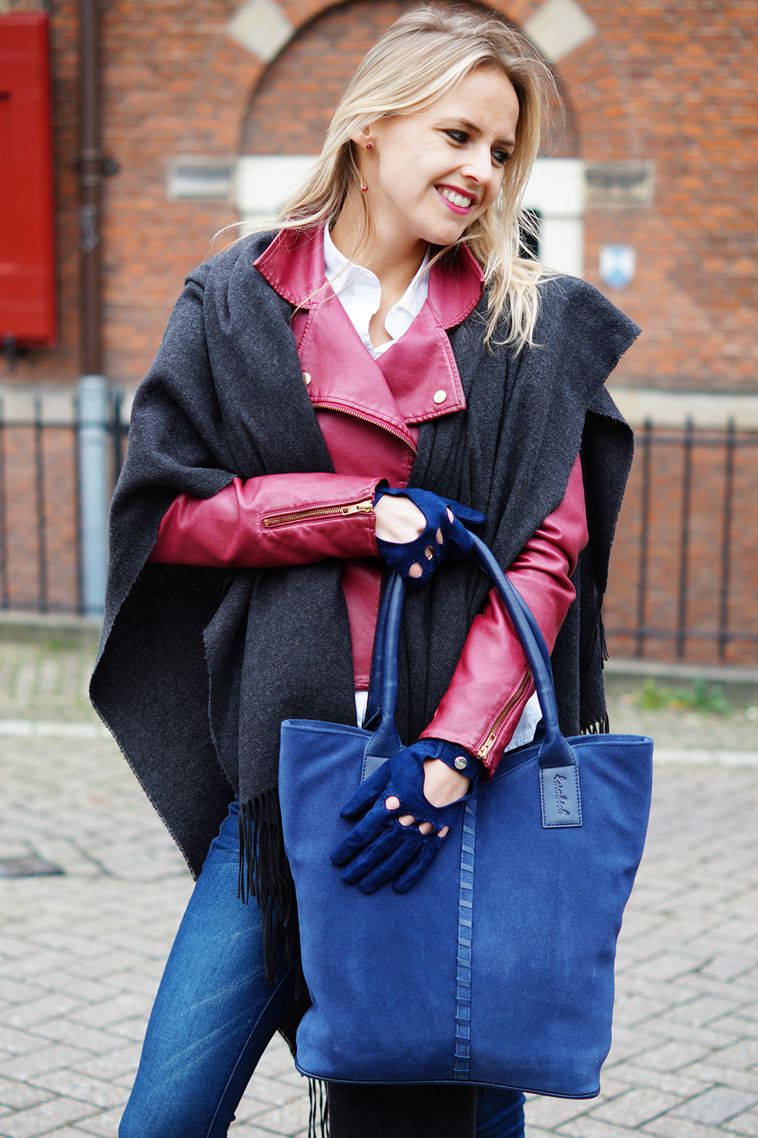 Bag-at-You---Fashion-blog---Casual-outfit---Laimbock-blue-bag-and-gloves
