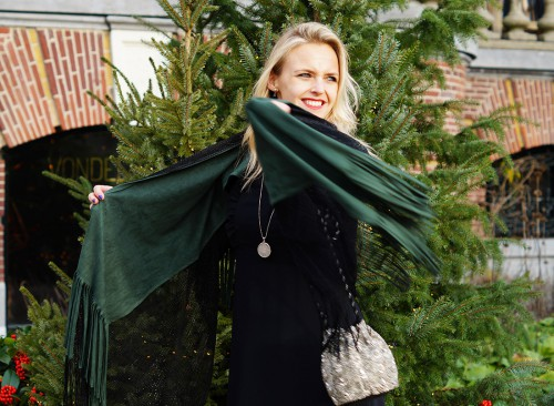 Bag-at-You---Fashion-blog---Christmas-outfit---Spicy-Scarves-cape