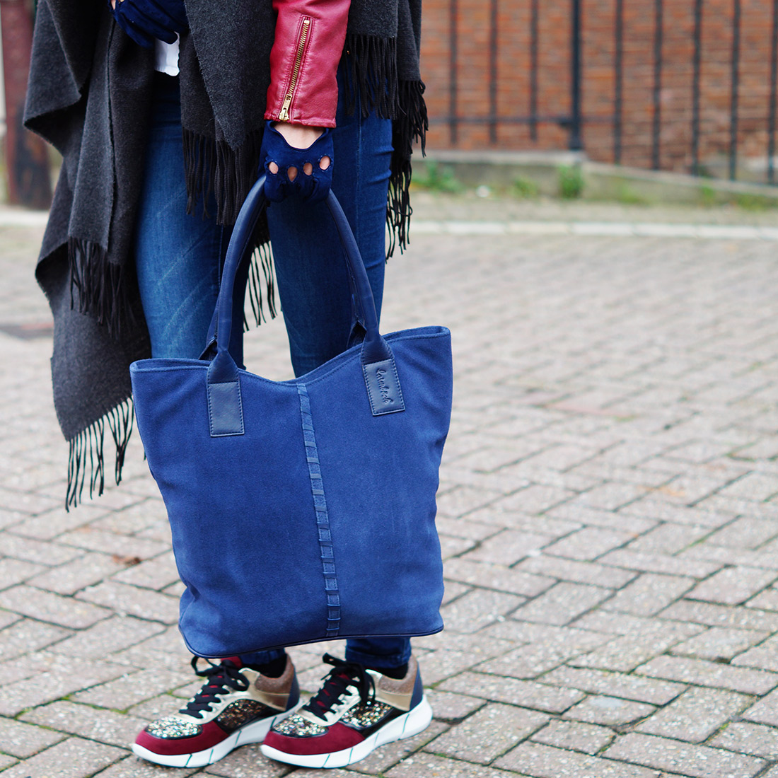 Bag-at-You---Fashion-blog---Glitter-shoes---Laimbock-blue-bag-and-gloves