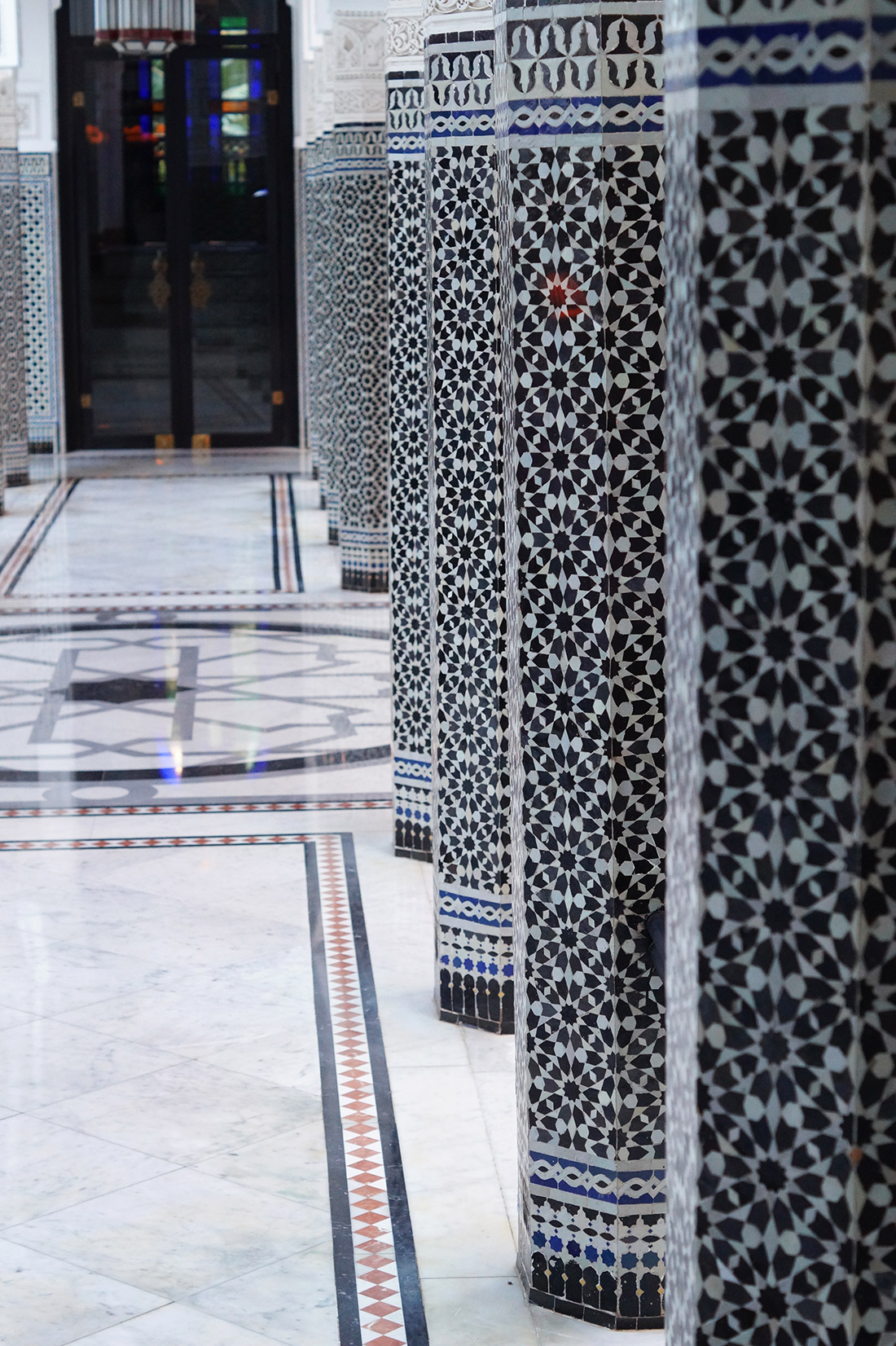 Bag-at-You---Fashion-blog---La-Mamounia-Hotel-Marrakesh---Hallway-mosaic